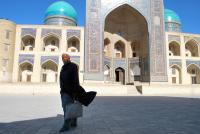 <strong>&quot;Una tarde por Bukhara&quot;<span> de Cristina Castells Altadill</span></strong><a href=https://www.pasaporte3.com/asia/viajes/uzbekistan_turkmenistan/uzbekistan_turkmenistan.php target=blank>Uzbekistán, por tierras de Samarkanda</a>