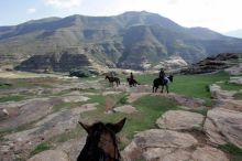 Paseo en caballo basotho en Lesotho.Poblados tradicionales. Paseo en caballo basotho en Lesotho.: Sudáfrica, Swaziland, Lesotho