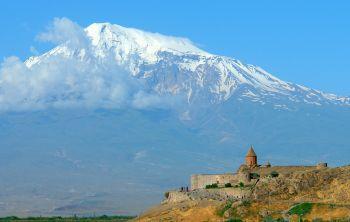 Monasterio de Khor Virab y Monte Ararat.ARMENIA: Armenia, Georgia