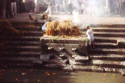 Cremación en Kathmandu: Bhutan, Nepal
