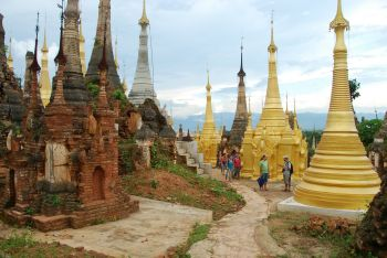 Templo en la orilla del Lago Inle: Birmania (Myanmar)