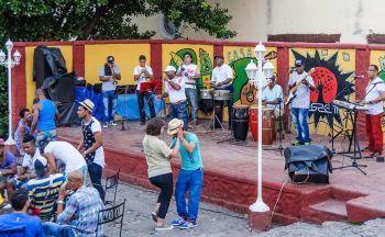 Bailando en Trinidad: Cuba