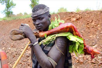 Joven Surma: Etiopía