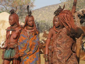 Mujeres Himba. Cataratas Epupa. Namibia.: Namibia