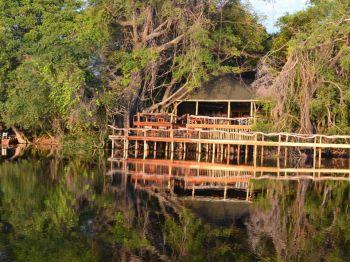 Puesta de sol en el Delta del Okavango.: Namibia, Botswana, Cataratas Victoria, Sudáfrica