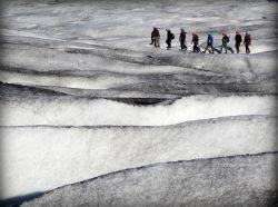 Caminata con crampones sobre el glaciar Vatnajökull.: Islandia