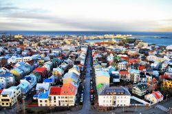 Vista de Reykjavik desde la torre de Hallgrímskirkja.: Islandia