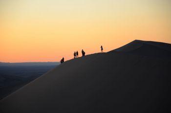 Atardecer en la duna Duut Mankhan: Mongolia