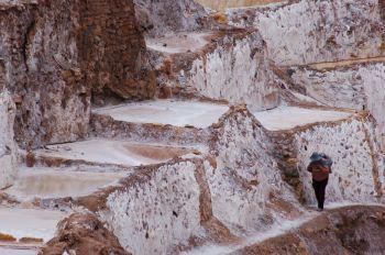 Caminando por el Salar de Maras: Perú