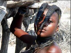 Joven pastor Himba. Namibia.: Namibia, Botswana, Cataratas Victoria, Sudáfrica