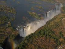 Sobrevolando en helicóptero las Cataratas Victoria.: Namibia, Botswana, Cataratas Victoria, Sudáfrica