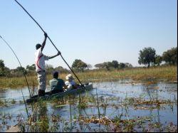 Navegamos en Mokoro por el delta del Okavango. Botswana.: Botswana, Zimbabwe, Cataratas Victoria