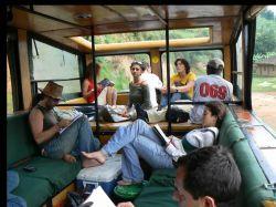 El camión tiene un interior muy dinámico para poder disfrutar 100% de los trayectos y safaris: Tanzania, Zanzíbar