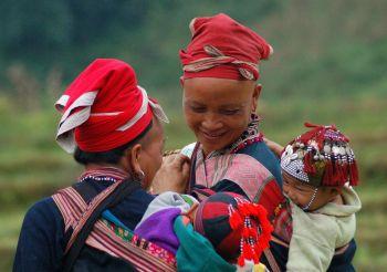 Mujeres Dao en la zona de Sapa en el norte de Vietnam: Vietnam, Laos, Camboya